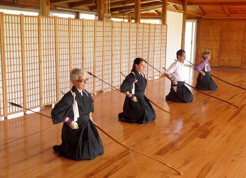 Senza la pratica delle posizioni e dei movimenti di base (Kihontai) non c'è vero Kyudo