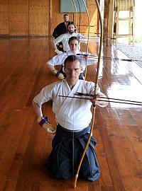 Le posture e i movimenti di base preparano il tiro vero e proprio.